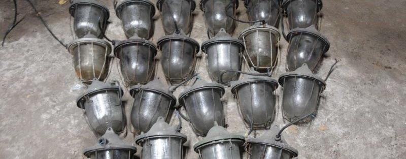 21 Stck. industrielle Gitterlampen – Fabriklampen Preis: 49 EUR/Stck.