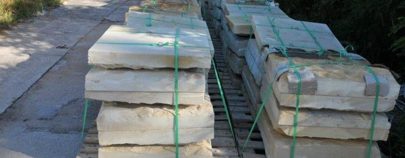 70 m2 Sohlenplatten, Gehwegplatten, Sandsteinplatten für Gartenwege.